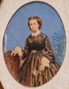 Princesa D. Leopoldina, raríssima miniatura sobre marfim, representando a Princesa D. Leopoldina, jovem, segunda filha de D. Pedro II, irmã da Princesa Isabel. medindo 4 cm por 5 cm. Muldura de época, medindo 9 cm por 11 cm.