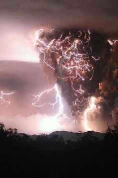 I am having a weather geek moment about this storm photo from Chile. <-- storm from Chile? This is no mere storm, someone made Thor seriously mad! Natural Phenomena, Natural Disasters, Fuerza Natural, Dame Nature, Wild Weather, Earth Weather, Weather Storm, Thunderstorms, Tornados