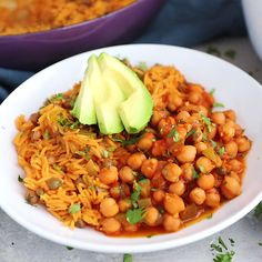 My mama's delicious vegetarian Puerto Rican inspired recipe: chickpeas in sofrito served with arroz con gandules (rice with pigeon peas). Delicious and packed with plant-based protein! This recipe is sponsored by BUSH'S® Beans. Chickpea Recipes, Rice Recipes, Mexican Food Recipes, Vegetarian Recipes, Healthy Recipes, Spanish Food Recipes, Garbanzo Bean Recipes, Chickpea Stew, Fast Recipes