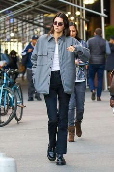Kendall Jenner Out in New York. Kendall Jenner Out in New York. fashion Kendall Jenner Out in New York. Kendall Jenner Outfits, Kendall Jenner Estilo, Kendalll Jenner, Jenner Style, Jenner Hair, Jenner Makeup, Models Off Duty, Look Fashion, Fashion Outfits