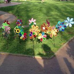 Merveilleux Pinwheels Are So Fun! #Pinwheels #Flower #GardenDecor #GardenStake  #GardenPinwheel #pinwheel #DIY