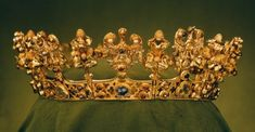 The jewel's last owner was probably Blanche de Valois, the first wife of the Emperor Charles IV. She died in 1348, shortly before the treasure was hidden and lost