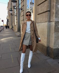 Attractive Street Style Outfit Ideas For Spring 44 - Christmas party season may be over, but there are still a lot of glitzy and glamorous events coming up. Valentine's Day, awards season and even cheesy. Classy Outfits, Trendy Outfits, Fashion Outfits, Womens Fashion, Fashion Trends, Fashion Ideas, Nude Outfits, Work Outfits, Fashion Clothes