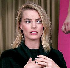 Margot Robbie Gif, Margot Robbie Style, Margo Robbie, Margot Robbie Harley Quinn, Harley Y Joker, Hollywood Celebrities, Woman Crush, New Hair, Blonde Gif