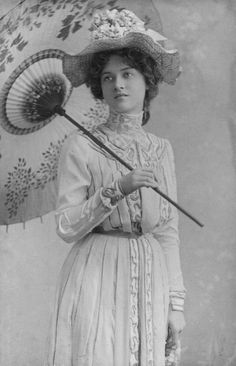 Maude Fealey, ca. 1905 | This photo shows a great underside view of the parasol