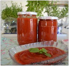 Yazın lezzetini taptaze saklamak için ideal lezzettir konserve kışlık domates sosu kışlık domates sosunu istediğiniz şekilde kullanabilirsiniz; çorba için domates sosu, yemekler için domates sosu, menemen için domates sosu, kahvaltı için domates sosu, makarnalar için domates sosu yani neredeyse tükettiğimiz pek çok tarifte yerini domates sosu alır işte bu nedenle yazın bereketini kışında hem taze hemde vitaminini kaybetmeden tüketebilmek içindir kışlık domates konservesi tarifi. TARİFİN…