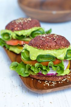 A naturally grain-free alternative to traditional burger buns that you can pick up with your hands! Perfect to use with hamburgers, sandwiches and more.