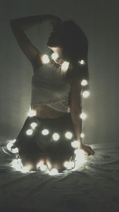Good idea to take pictures with Christmas lights - Oscar Wallin Fairy Light Photography, Bokeh Photography, Fashion Photography Poses, Tumblr Photography, Artistic Photography, Creative Photography, Portrait Photography, Light Shoot, Insta Photo Ideas
