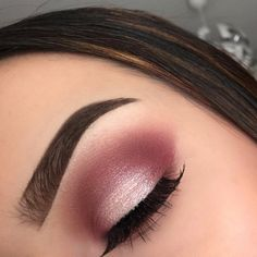 Make Up; Make Up Looks; Make Up Augen; Make Up Prom;Make Up Face; Gold Eyeliner, Gold Eye Makeup, Pink Makeup, Makeup Eyeshadow, Pink Eyeshadow Look, Maroon Makeup, Burgundy Eyeshadow, Makeup Eyebrows, Prom Makeup For Brown Eyes