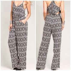 ☀️ Geometric  Jump Suit Black/ White 65% Cotton 35% Polyester. Back cut outs and front pockets. Perfect piece to take on vacation S-M-L Jewelry