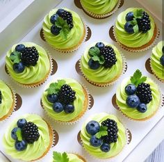 Green icing with blueberries, blackberries, and mint. Fruit cupcakes for Colette's bday Chicchicfindings etsy com Made by mohsin patel – Artofit Just Desserts, Delicious Desserts, Cupcake Recipes, Dessert Recipes, Patisserie Fine, Cookies Et Biscuits, Cream Cake, Ice Cream, Pretty Cakes