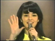 誰しもが憧れたそのビジュアルは今も健在なのか?!可愛らしい妹として有名になった元祖ポッキーCMガールの岡田奈々。アイドルとして活躍していた70年代を中心に振り返ってみましょう!