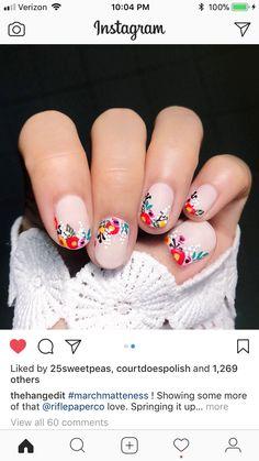 Heerlijke zomerse kleurtjes! #flowers #nails #nailart #johnbeerens