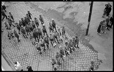 Budapest, 1938 Kinszki Imre [Felvonuló cserkészek]