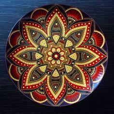 Декоративная тарелка. Мандала. Точечная роспись. Ручная роспись. Decorative plate. Mandala. Dot Art. Point to point. Hand painted. Puntillismo. Dotillism.