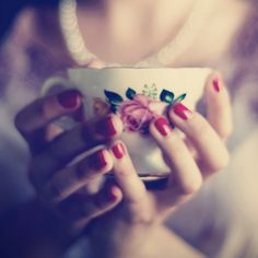 rose tea cup + red nails