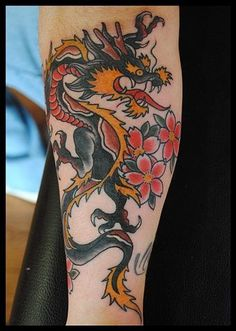 Best Tattoo Dragon Old School Tat Ideas Dragon Tattoo Forearm, Dragon Tattoo Back Piece, Dragon Sleeve Tattoos, Forearm Tattoos, Body Art Tattoos, Arabic Tattoos, Modern Tattoos, Trendy Tattoos, Tattoos For Guys