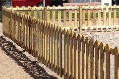 Valla infantil Parcs Wood Fence Design, Front Gate Design, Wood Picket Fence, Pallet Fence, Front Gates, Backyard Fences, Garden Projects, Surfing, Gardening