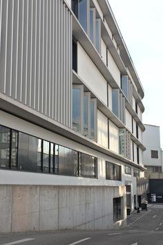 Fassade des Einkaufszentrum, gebaut von Meixner Schlüter Wendt(2017), Hainer Weg 80,60599 Frankfurt am Main,Deutschland #architektur #architecture Frankfurt, Multi Story Building, Shopping Center, Germany, Architecture, Travel