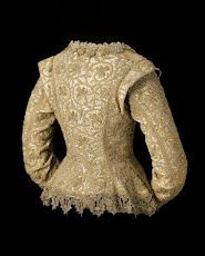 Embroidered jacket, English, Undyed linen embroidered with silver and gilt-silver yarns and spangles in daffodil scroll pattern, trimmed with metallic lace. 17th Century Clothing, 17th Century Fashion, 16th Century, Historical Costume, Historical Clothing, Fashion History, Fashion Art, Costume Renaissance, Elizabethan Costume
