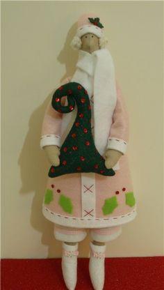 Tilda w/ Christmas tree #1
