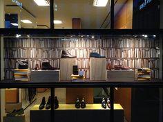 Le Journal des Vitrines — les plus belles vitrines des plus beaux magasins, par Stéphanie Moisan Visual Merchandising, Vitrine Led, Best Windows, Shop Windows, Design Furniture, Timeless Elegance, Stores, Design Inspiration, Window Displays