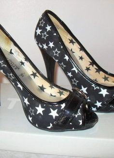À vendre sur #vintedfrance ! http://www.vinted.fr/chaussures-femmes/escarpins-and-talons/28857008-escarpins-noirs-gorgeous-de-new-look