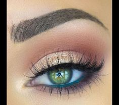 10 Great Eye Makeup Looks for Green Eyes - - 10 Great Eye Makeup Looks for Green Eyes Beauty Makeup Hacks Ideas Wedding Makeup Looks for Women Makeup Tips Prom Makeup ideas Cut Natural Makeup Hal. Skin Makeup, Beauty Makeup, Makeup Brushes, Makeup Remover, Makeup Tools, Eyeshadow Brushes, Beauty Brushes, Hair Beauty, Makeup Pouch