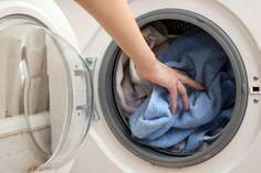 Come fare il perfetto lavaggio in lavatrice | Titty e Flavia, esperte di economia domestica e cura della casa, spiegano come fare il lavaggio perfetto in lavatrice.