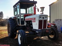 David Brown 995 with after-market Cozy Cab. Antique Tractors, Vintage Tractors, Old Farm Equipment, Heavy Equipment, Tractor Photos, Farm Pictures, Classic Tractor, Heavy Machinery, Farming