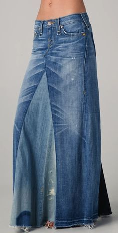 Recycled denim maxi skirt DIY tutorial - Bohemian recycled Jeans Maxi Skirt-I think using a mix of jeans and another type of fabric would be lovely Source by lanamccarver - Artisanats Denim, Denim Maxi, Denim Outfit, Denim Bags From Jeans, Diy Old Jeans, Distressed Denim, Diy Maxi Skirt, Maxi Skirts, Long Denim Skirts
