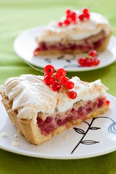 Baseball Cake Red Currant Tart cream cheese, pecans, and puff pastry Tart Recipes, Fruit Recipes, Sweet Recipes, Currant Recipes, Baking Recipes, Yummy Treats, Delicious Desserts, Yummy Food, Dessert Healthy