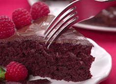 Een chocoladecake zonder zuivel, eieren en boter, maar wat zit er dan wel in? De cake is helemaal zuivelvrij en bevat ook geen eieren. De boter is vervangen door plantaardige olie. De cake is bovendien supersimpel te maken en binnen een uurtje klaar. De video valt op omdat hij in 10 dagen meer dan 23 …
