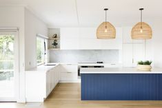 41 Best Of Contemporary Kitchen Design Ideas 12 ? 41 Best Of Contemporary Kitchen Design Ideas 12 Kitchen Island Bench, Kitchen Benches, Black Kitchen Island, Kitchen Sink, Kitchen Interior, New Kitchen, Kitchen White, Neutral Kitchen, Kitchen Colors