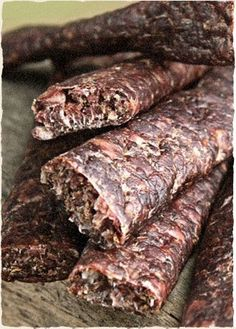 And now for some DRY WORS, a popular South African snack, this one made of venison. Lexi Mills says its one of the top 10 foods she and other South African expats miss: thedisplacednatio. South African Dishes, South African Recipes, Sausage Recipes, Cooking Recipes, Oven Recipes, Recipies, Biltong, Home Food, Venison