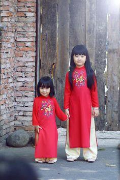 Ngắm các nhóc tì nhà sao Việt xúng xính diện áo dài đón Tết 11