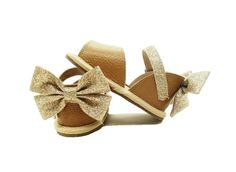 Bella Simone creates luxurious baby, toddler and infant shoes at affordable prices. Cute Baby Shoes, Baby Boy Shoes, Baby Booties, Girls Shoes, Pink Leather, Soft Leather, Baby Moccasins, Baby Socks, Leather Sandals