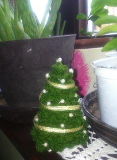 Mini Karácsonyfa...:)  Minta: http://thelazyhobbyhopper.blogspot.hu/2014/10/crochet-christmas-tree-free-pattern.html