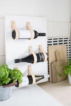 Wie man aus einem einfachen Brett und ein paar Lederbändern ein hochwertiges Weinregal selbst bauen kann, gibt es heute auf dem Blog zu sehen...