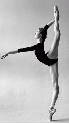 black and white ballerina photography Dance Photography Poses, Dance Poses, Ballet Dance Photography, Yoga Poses, Figure Photography, Bolshoi Ballet, Ballet Dancers, Ballerinas, Ballerina Dancing