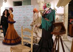 Bata de cola MCJ el jueves pasado en @libelula_shop.  Foto: @wappissima_  #mcj #maricarmenjulia #diseño #diseñadora #moda #modaandaluza #marcaespaña #marcaandalucia #designer #design #fashion #modaflamenca #flamenca #flamencas #flamencura #flamenco #modaflamenca #moda2016 #andalucia #trajesdegitana #modaandalucia #fashiondesign #fashiondesigner #madeinspain