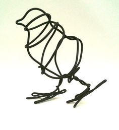 Wire sculpture. Continuous wire chick. Good look at how to start a 3Doodler sculpture with this.