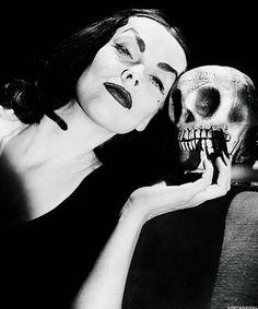 "Maila ""Vampira"" Nurmi."