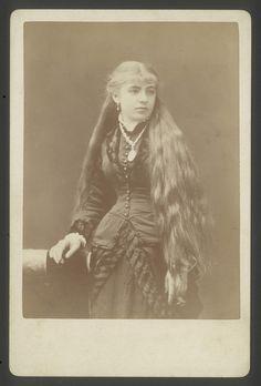 "Chilean beauty. Early 1880s.    From ""Retratos de mujer. 1880-1920"". Museo de historia nacional. Chile."