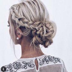 perfectweddingmagWe're easing ourselves into the day with this gorgeous plaited updo #hairup #updo #plaits #braids #bun #chignon #weddinghair #bridalhair #hairideas @beyondtheponytail