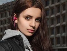Show off your musical style and finesse with the Kameleon Series Pink Bluetooth Earbuds by NOIZY BRANDS.