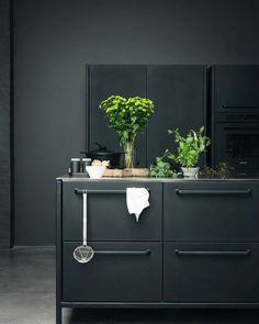 Charming Bohemian Home Interior Design Ideas Kitchen Interior, Home Interior Design, Apartment Kitchen, Küchen Design, House Design, Espace Design, Kitchen Dinning, Boho Kitchen, Kitchen Wood