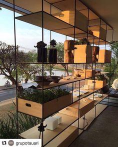 #Repost @grupotauari with @repostapp ・・・ |Armário em ferro e Madeira em um living onde são feitos aulas de culinária. A vista para o lago da Pampulha, torna o ambiente com um quadro ao fundo, passar tardes incríveis admirando o por do sol.| #pôrdosol #dye #casas #criative  #design #decor #interiores #grupotauari #casacor #casacor2016 #minasgerais ・・・ Todo dia damos repost em uma foto linda. A próxima pode ser a sua. Use a hashtag #casacor2016
