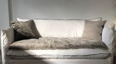 Version bêta du nouveau canapé Nuage, lin lavé blanc, finition liseret satin de coton doré, Sofa cover cocoon