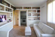 Arredare il Soggiorno con Librerie in Cartongesso Oak Bedroom Furniture, Ideal Home, Bookcase, Sweet Home, Shelves, Closet, Home Decor, Erika, Bedrooms